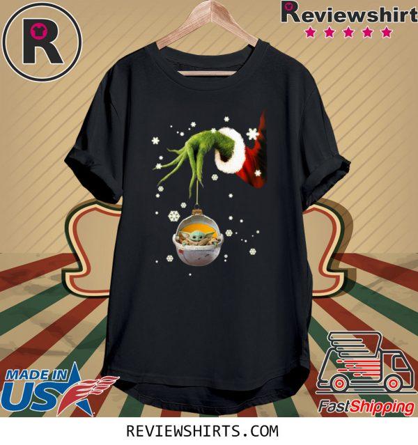Grinch Hand Holding Baby Yoda Christmas T-Shirt